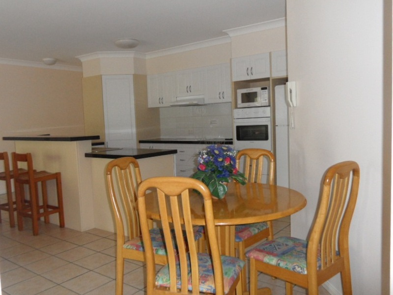 waterview-dining-kitchen_med