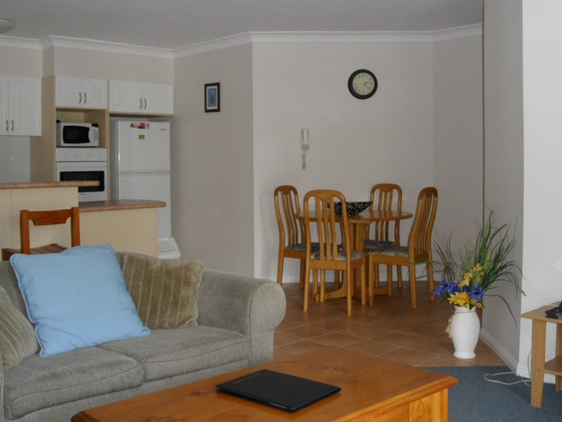 waterview-lounge-kitchen-dining_med